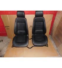 Coppia di sedili Microcar MGO 1 / MGO 2 in pelle completi di binario Usato